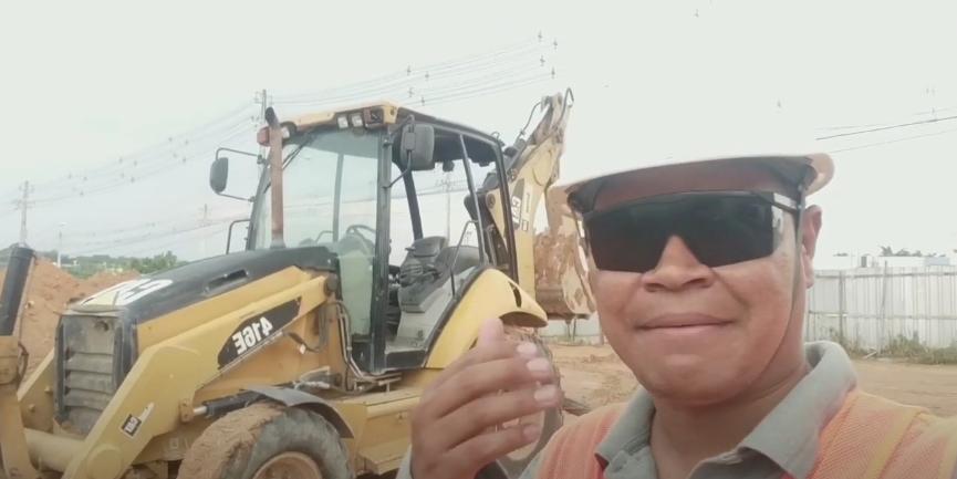 REALIDADE DE UM OPERADOR DE RETROESCAVADEIRA | 2 DICAS PRA INICIANTES CHAVE GERAL E TRAVA DA CAÇAMBA